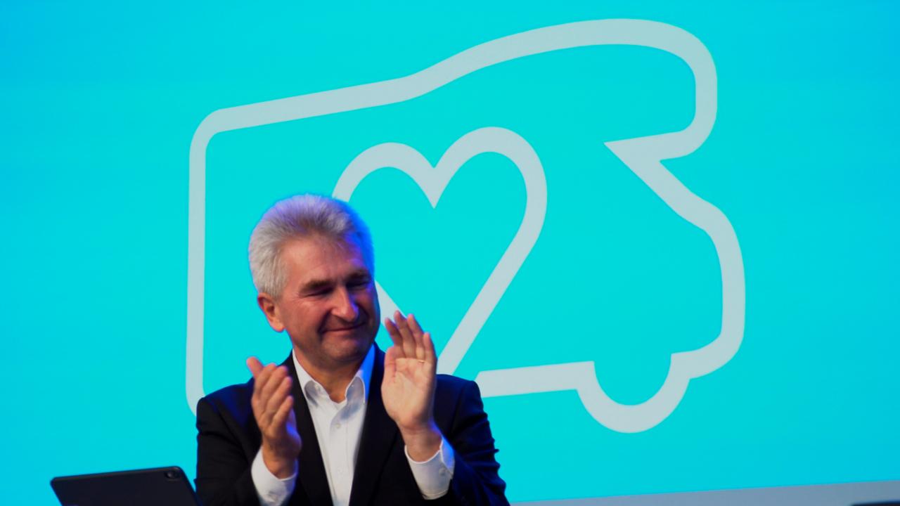 NRW-Wirtschaftsminister Pinkwart eröffnet Caravan Salon 2020 - Wirtschaftsmotor springt wieder an