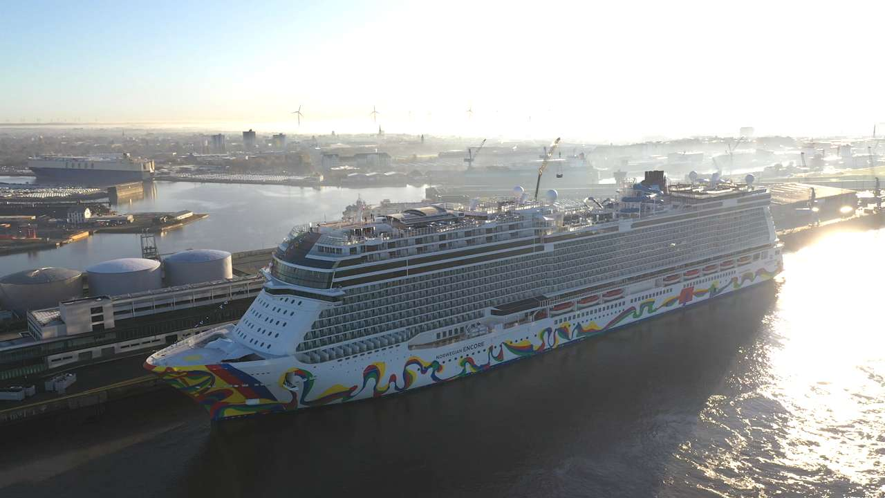 """""""Norwegian Encore"""": Neues Kreuzfahrtschiff der Superlative tritt seinen Dienst an"""
